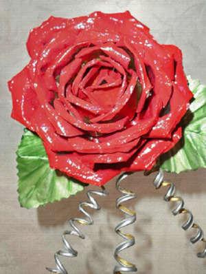 Роза из консервной банки своими руками