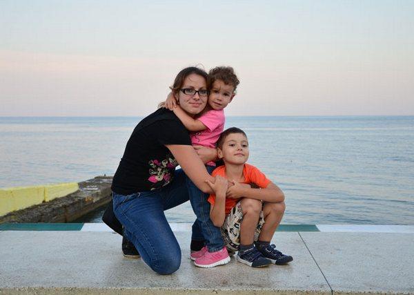 Елена Голоштенко с детьми